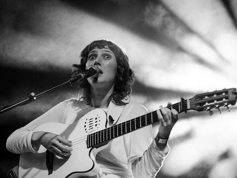Aldous Harding live 2017 Feeërieën Brussels Warandepark © Caroline Vandekerckhove