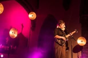 Angel Olsen solo live 2018, sint-Denijskerk (in heaven), st-Denijs Zwevegem © Caroline Vandekerckhovev