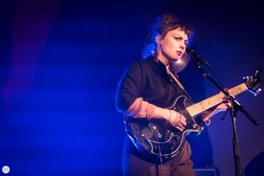 Angel Olsen solo live 2018, sint-Denijskerk (in heaven), st-Denijs Zwevegem © Caroline Vandekerckhove