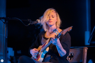 Cathy Davey live 2019, st. David's church, Naas © Caroline Vandekerckhove / Dimly lit stages