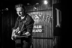Emmett Tinley live 2019, Whelans, Dublin © Caroline Vandekerckhove / Dimly lit stages